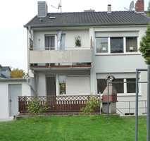 Doppelhaushälfte mit Garagen in Düsseldorf