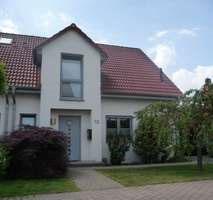 Exklusive Doppelhaushälfte mit Carport im gewachsenen Wohngebiet - Langenhagen