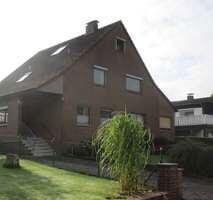 Gepflegtes Einfamilienwohnhaus mit Einliegerwohnung und 2 Garagen in Lagesbüttel